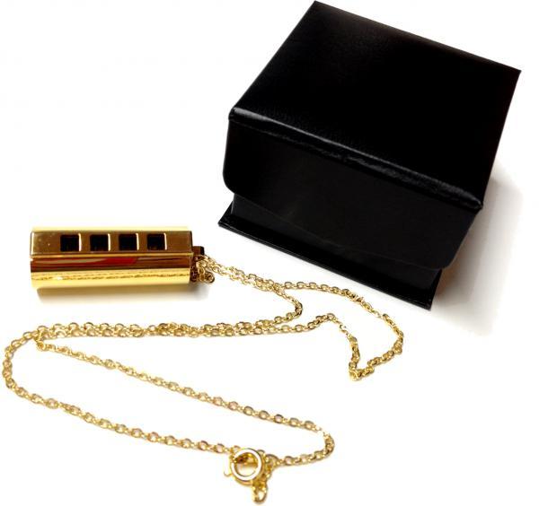 TOMBO ( トンボ ) 1204PKS ペンダント型 べビーハーモニカ ゴールド チェーン付き ハーモニカ ネックレス 1オクターブ 4穴 8音 楽器 アクセサリー ミニハーモニカ